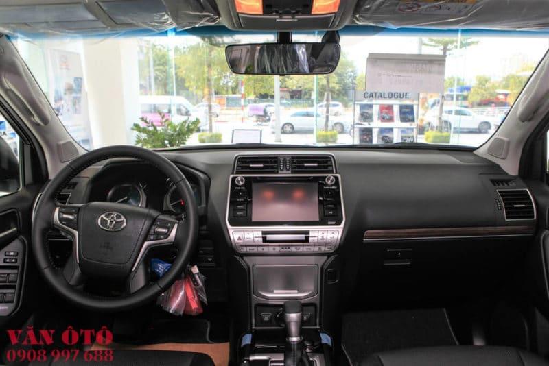 Bảng điều khiển trung tâm trên Land Cruiser Prado 2020